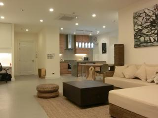 ForgetMeNot 2BR, by river, high outdoor sky living - Bangkok vacation rentals
