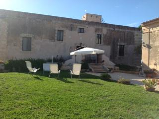 Historical villa in the Sicilian countryside! - Syracuse vacation rentals