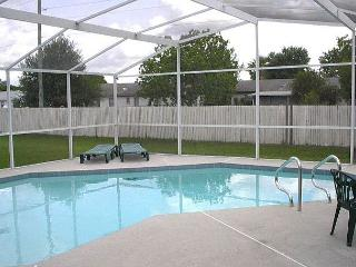 Excellent Vacation Home with Private Pool (fenced for privacy) and free Wi-Fi - Kissimmee vacation rentals