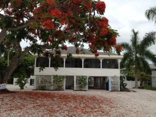 THE PARADISE COTTAGE- Booking April 2015 NOW!!!! - Fort Myers Beach vacation rentals