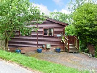 STRIDING EDGE, ground floor lodge on holiday park, decked terrace, lakeside location in Windermere, Ref 13249 - Windermere vacation rentals