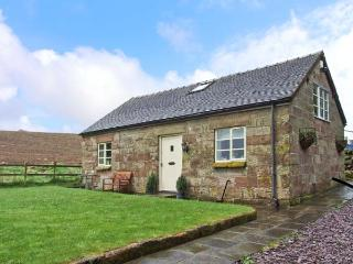 SPRINGFIELD BARN, detached cottage, roll-top bath, enclosed garden, Alton Towers close by, in Alton, Ref 15587 - Staffordshire vacation rentals
