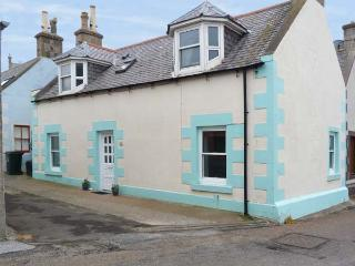 BROAD HYTHE COTTAGE twenty yards from harbour and beach, open fire in Findochty, Ref 16833 - Buckie vacation rentals