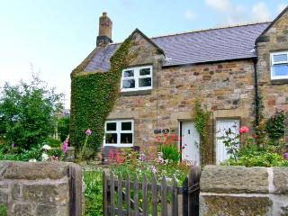 MILLER'S RETREAT, close to village pub, heart of village, garden, dogs welcome, in Lesbury, Ref 7705 - Alnmouth vacation rentals