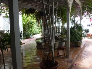 $125/Night,  Tropical Ambience, 3 Min to Downtown2 - San Diego vacation rentals