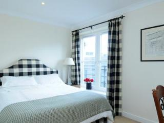 Gentles Entry Apartment Holyrood - Edinburgh vacation rentals