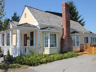 The Langley House - in town retreat - sleeps 2-14 - Langley vacation rentals
