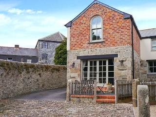 THE OLD SMITHY, character inn conversion, close to amenities, shared courtyard, pet welcome, in St Columb Major, Ref 15205 - Saint Columb Major vacation rentals