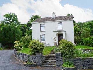 MYSTIC STREAM, large detached cottage, open fire, next to stream in Maam, Ref 16208 - Northern Ireland vacation rentals