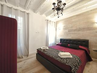 TIFFANY CANAL VIEW-GLAM APARTMENT 1 - Venice vacation rentals