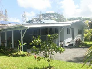 Hale Pomaika'i - Clean & comfy eco-friendly home - Pahoa vacation rentals