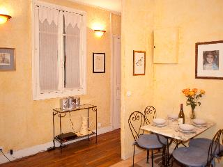 Rue Saint Martin. Ideal 2 bed in the Marais just by the Seine and metro line 1 - Paris vacation rentals
