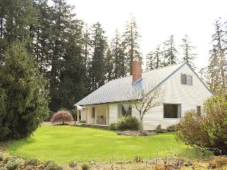 4 bd farmhouse resting in 40 acres of hazelnuts - Willamette Valley vacation rentals