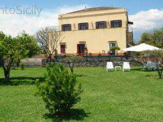 Country house surveying its estate on the coast. - Santa Tecla vacation rentals
