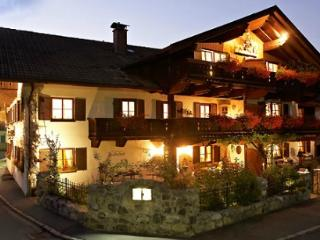 LLAG Luxury Vacation Apartment in Garmisch-Partenkirchen - 592 sqft, modern, warm, newly furnished (#… - Garmisch-Partenkirchen vacation rentals