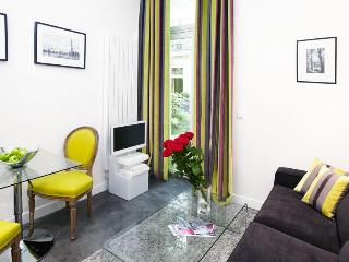 LUXURY JUNIOR SUITE IN MONTORGUEIL 1 - 2nd Arrondissement Bourse vacation rentals