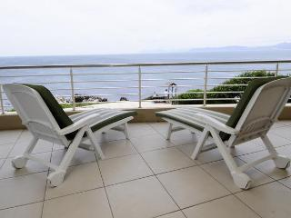 3-bed absolute seafront apartment in De Kelders - De Kelders vacation rentals
