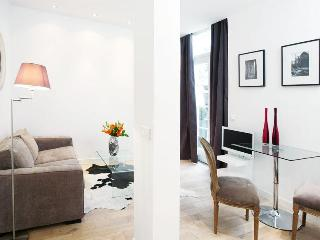 LUXURY JUNIOR SUITE IN MONTORGUEIL 2 - 2nd Arrondissement Bourse vacation rentals