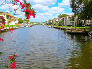 Exquisite 2 Bedroom Waterfront Retreat - Tarpon Springs vacation rentals