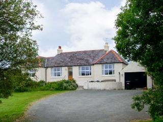ALYNFA ground floor, family friendly, open fire in Rhosneigr Ref 14096 - Island of Anglesey vacation rentals