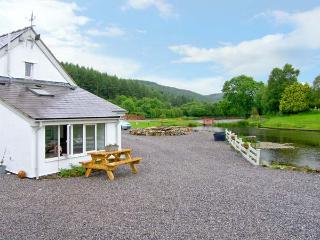 HARRISON'S COTTAGE, near to fishing, walks and the historic town of Ruthin, with a garden in Llandegla, Ref 16080 - Llandegla vacation rentals