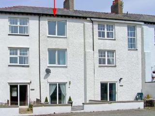 THE SPINNAKER, coastal, sea views, beach 5 mins walk, stylish accommodation in Trearddur Bay Ref 16885 - Trearddur Bay vacation rentals