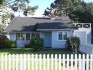 Cozy Cottage for Small Family, King Bed, Fire Pit, Pups - Lincoln City vacation rentals