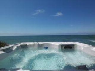 Cozy Ocean Front Condo-Hot Tub-Sleeps 4/6, King Bed - Lincoln Beach vacation rentals