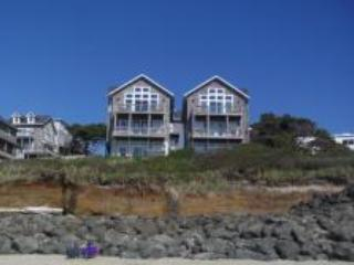 Oceanfront for 4/6 Large Hot Tub, Kind Bed, Pups Welcome - Lincoln Beach vacation rentals