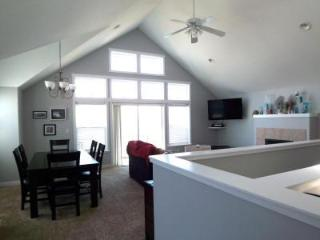 Luxury Waterfront in Bella Beach, King Bed, Hot Tub - Oregon Coast vacation rentals