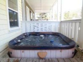 Couples Retreat 3 BR all w/Private Baths, Hot Tub - Lincoln Beach vacation rentals