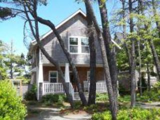 Cape Cod Cutie, Covered Hot Tub, Wood Fireplace, Cozy - Lincoln Beach vacation rentals