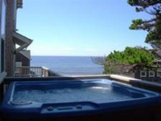 Watch the Waves  2 + BR, King Beds, Hot Tub, Flat Screen TV's - Oregon Coast vacation rentals