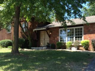 Matt's Place...comfortable and welcoming and easy to navigate from I 435 - Kansas City vacation rentals