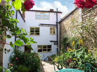 HOWE END COTTAGE, townhouse, family accommodation, courtyard garden in Kirkbymoorside Ref 17787 - Kirkbymoorside vacation rentals