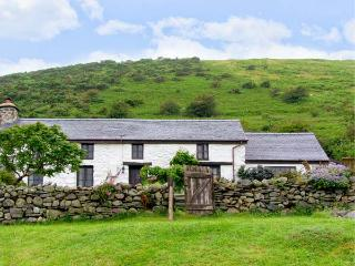 NANT-Y-PWL, family friendly, luxury holiday cottage, with a woodburner in Bryncrug, Ref 16996 - Gwynedd- Snowdonia vacation rentals