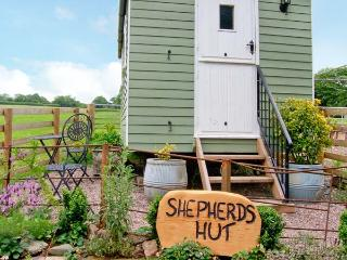 SHEPHERD'S HUT, romantic, unique holiday cottage, with a garden in Leighton, Ref 17899 - Shropshire vacation rentals