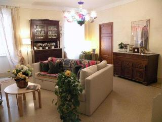 Chiavi d'oro: a sunny apartment in the city center - Lucca vacation rentals