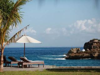 Driftwood - the ultimate in Beach House chic - Nusa Lembongan vacation rentals