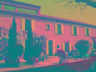 Farmhouse Rental in Provence, St. Laurent des Arbres - Le Mas de Saint Laurent - Saint-Laurent-des-Arbres vacation rentals