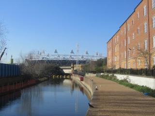 BOW OLYMPIC FLAT CANALSIDE 2bed2bath with Car Park option - London vacation rentals