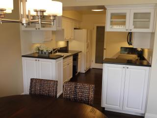 Beverly Hills, 3 Bedrooms, Rooftop Pool & Jacuzzi - Beverly Hills vacation rentals