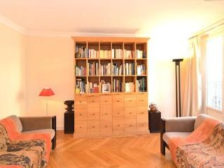 La Madeleine-Space & Style in the Golden Triangle - 4th Arrondissement Hôtel-de-Ville vacation rentals