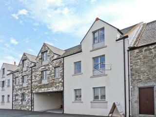 8 NINIAN'S LANDING, near local harbour, pet friendly, with off road parking, in Isle of Whithorn, Ref 18255 - Isle Of Whithorn vacation rentals