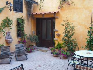 Apartment Cleo, courtyard, terrace, AC, wifi, park - Rome vacation rentals