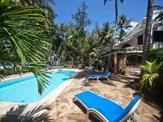 VILLA KIVULINI MAIN (ON BEACH & SLEEPS 10 CLIENTS) - Mombasa vacation rentals