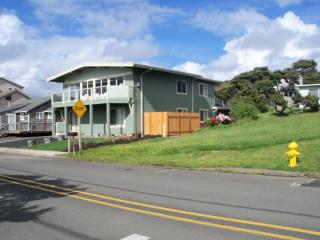 *Panoramic Oceanview* 3 beach accesses * Hot Tub - Lincoln City vacation rentals