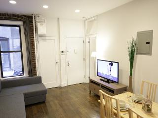 CHELSEA 8TH AVENUE 1: 2BR/1BA in the heart of NYC! - Paris vacation rentals