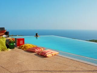 Superb luxury villa for your dream holiday: Anais - Alton vacation rentals