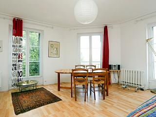 Sunbathed,renovated 2BR - Bastille P4 - Paris vacation rentals